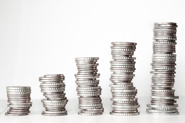 積み重なるコイン