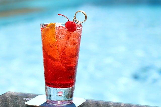 プールサイドの飲み物